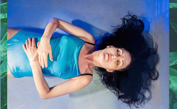 """""""Z miłości do kobiecości"""" Floating 45 minut + masaż relaksujący lub autorski 45 minut"""