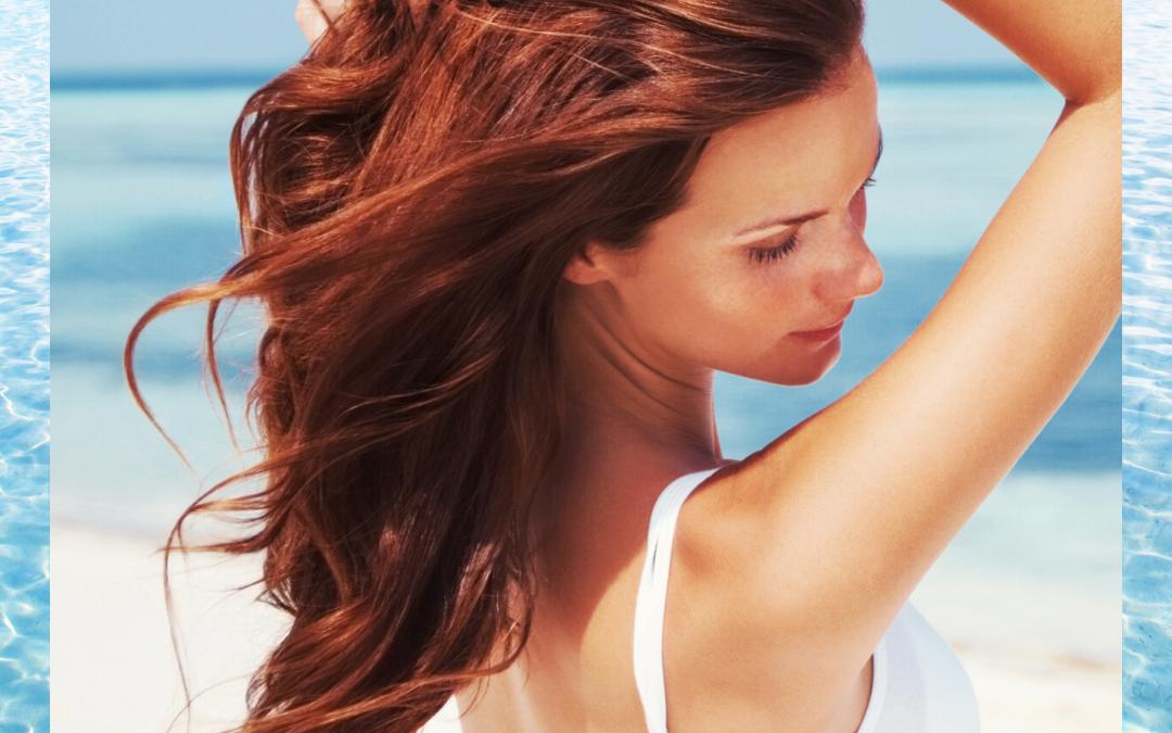 Gładkie, lśniące i niepuszące się włosy na plaży?